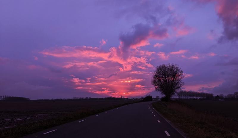 Zonsondergang in januari in Zeeland